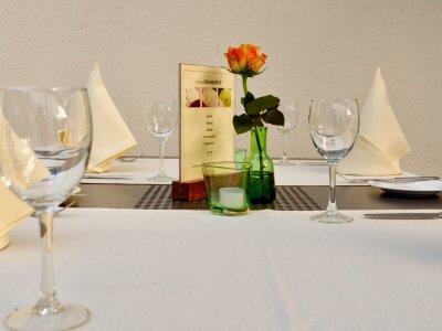 Biergarten vom le marron Restaurant in Menden - Sommerliche Tischdekoration